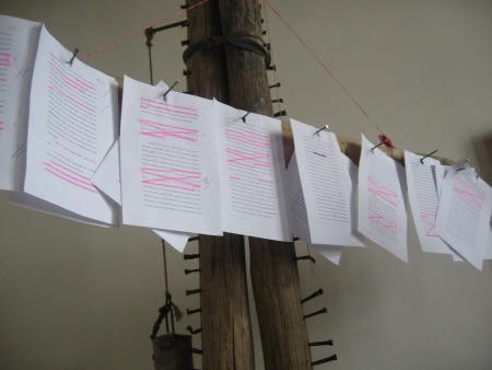 Разказ анализиран от КРасимир Дамянов върху дървения Текстов модулатор. Снимка: Бистра Величкова